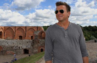 'Booze Traveler:Travel Channel'